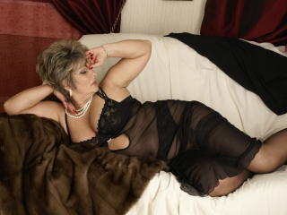 Picture of the sexy profile of PoshLady, for a very hot webcam live show !