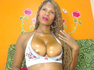 BellaLatina69 sexy chat