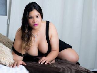 Webcam model AllisonJonnes from XLoveCam
