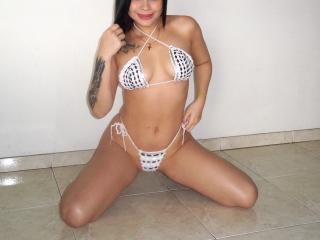Webcam model BelleLadie from XLoveCam