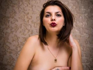 Webcam model CallieDelilah from XLoveCam