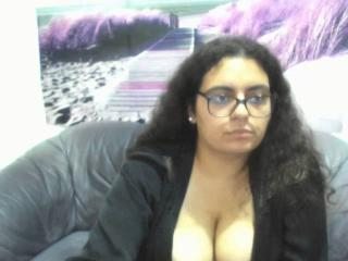 Webcam model CurvyPeach from XLoveCam