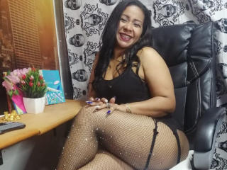 Webcam model DakottaMills from XLoveCam