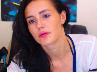 Webcam model EyesShotForU from XLoveCam
