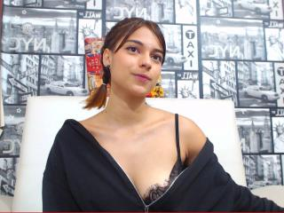 Webcam model GenesisFoxy from XLoveCam