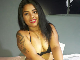 Webcam model GracieMoore from XLoveCam