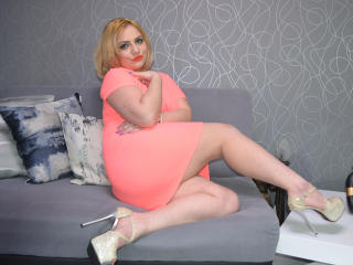 Webcam model JoanneMe from XLoveCam