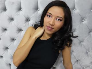 Webcam model KendallFlowers from XLoveCam
