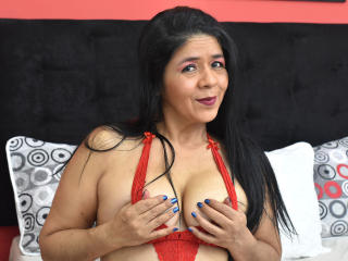 Webcam model LilyOwens from XLoveCam