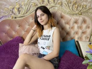 Webcam model LindaRous from XLoveCam