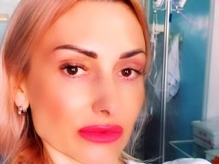 Webcam model MargOkissi from XLoveCam