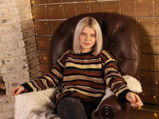 Webcam model MariandaLove from XLoveCam