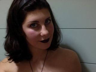 Webcam model MelissaJ from XLoveCam