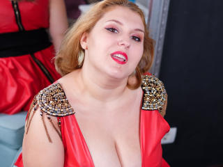 ReddAdele usa striptease