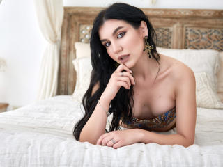 Webcam model StephanieBaugnie from XLoveCam
