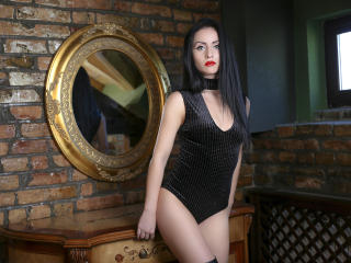 SuzanneX naked striptease
