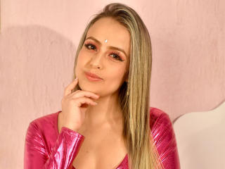Webcam model TyaraFennell from XLoveCam