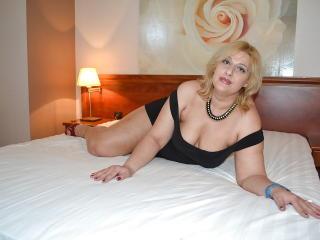 Webcam model SexyyMilf from XLoveCam