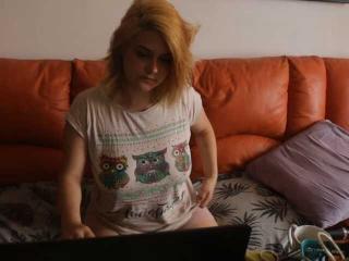 Webcam model SophiaTyler from XLoveCam