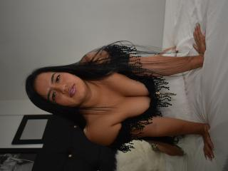 Webcam model FlorAmazona from XLoveCam