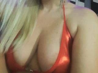 Webcam model AminaSecrets from XLoveCam